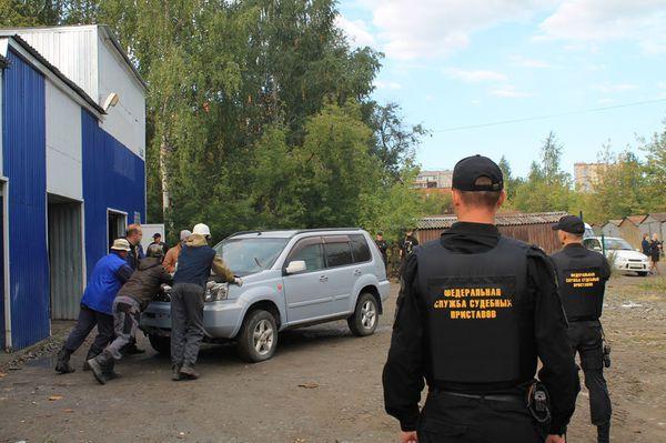 Стоянка арестованных автомобилей судебными приставами