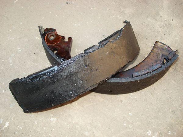 замена задних тормозных колодок Гранта