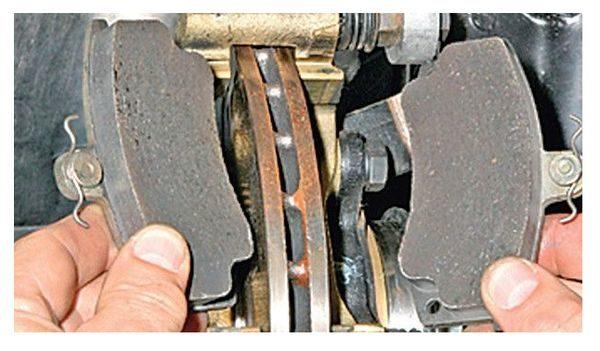замена передних тормозных колодок лада гранта шаг 3