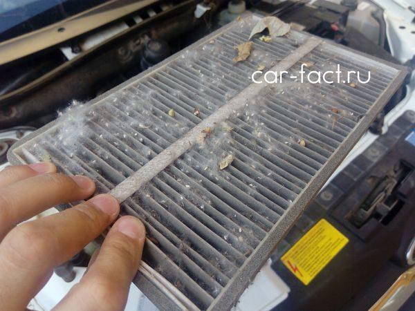 Замена салонного фильтра Гранта забитый фильтр